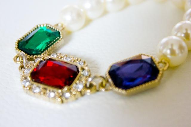 宝石のネックレス